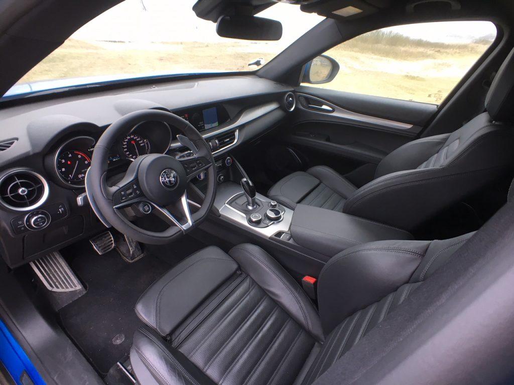 Alfa Romeo Stelvio 2,2 D interior