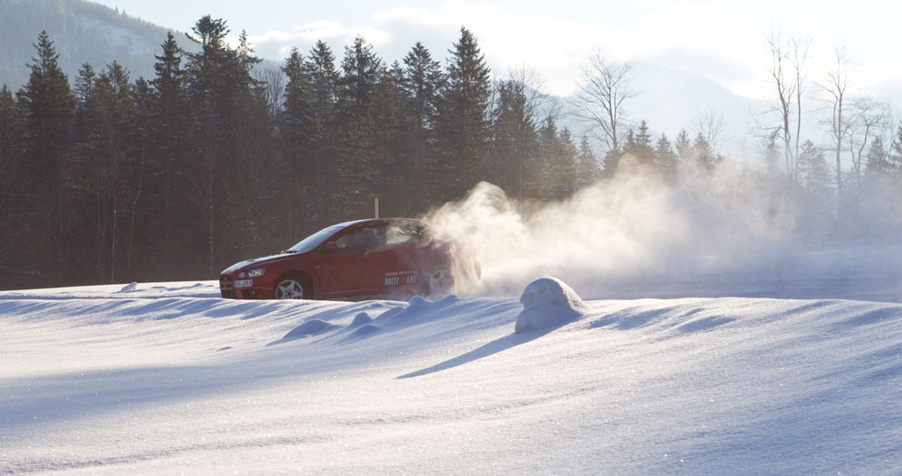 Drop skiferien og tag med på Sne-kørekursus i Alperne